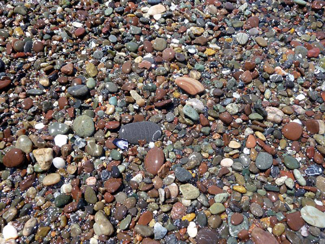 Nice photo of rocks on the beach.