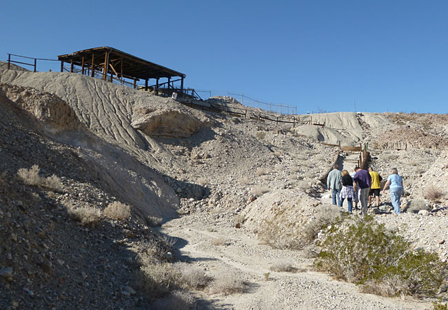 On our way up to visit the Early Man site at Calico.